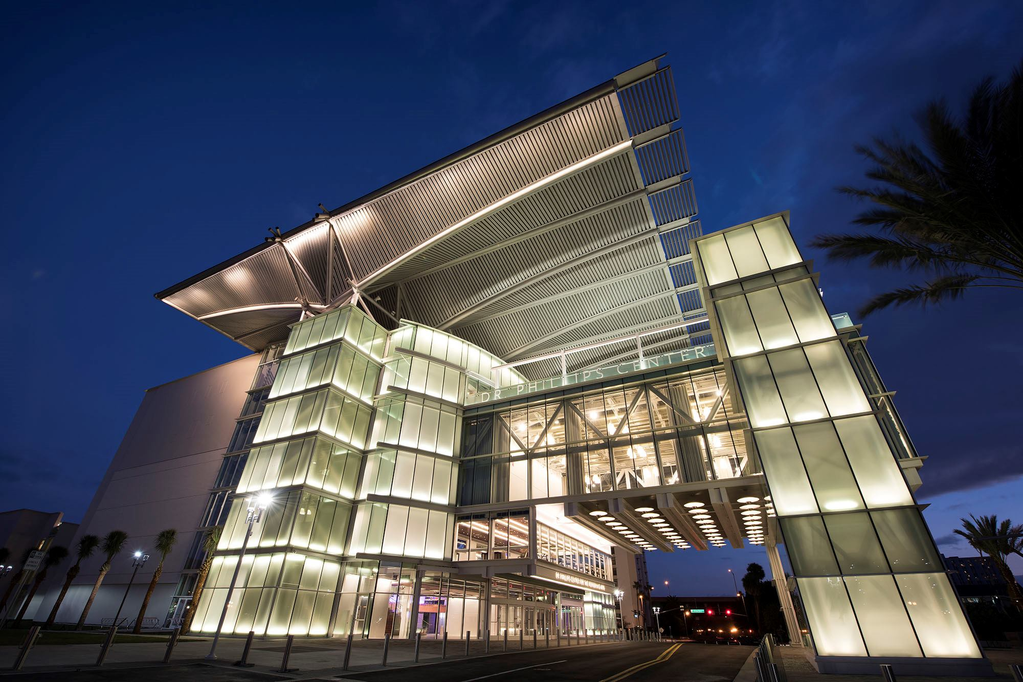 Dr phillips center for the performing arts opens in for Architecture art