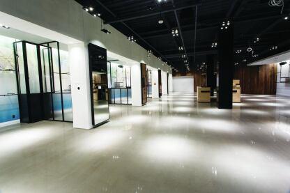 TTM Finishes Inc.安装了Ardex PCT抛光混凝土抛光混凝土顶部,在安大略·汉密尔顿的石灰岭购物中心,在石灰岩山区。