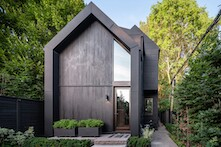 """The distinctive aspect of the """"House with four gables"""" made with RHEINZINK-GRANUM matte basalt finish."""