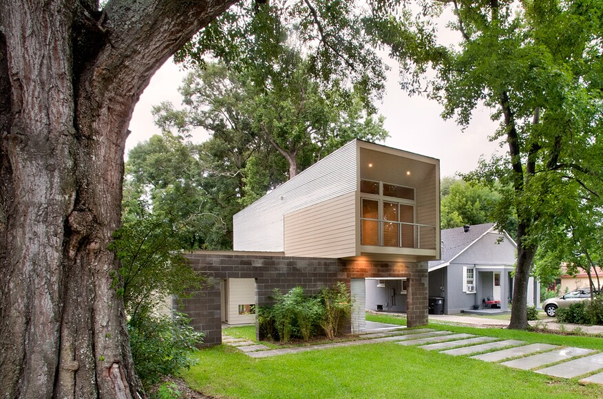 Scissor house architect magazine plus one design for Homes plus designers builders inc