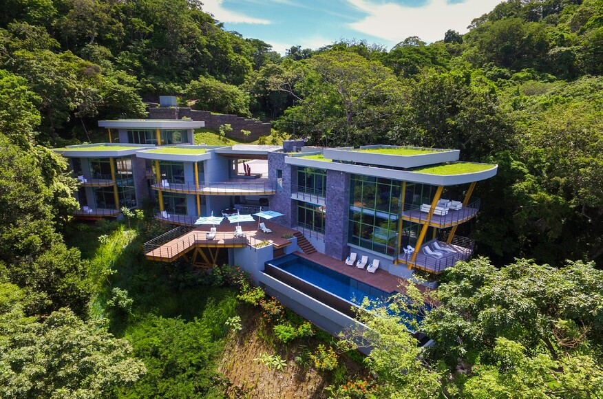 Casa magayon builder magazine sarco architects costa for Modern view decking