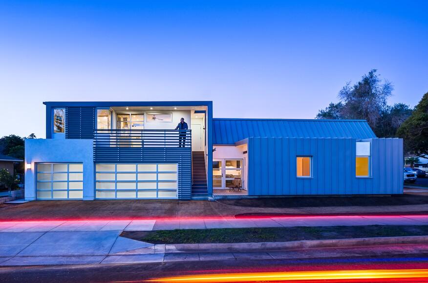 Modern cottage architect magazine ab design studio for Modern view decking