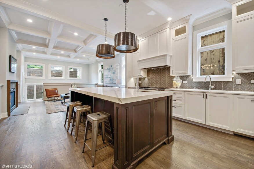 Chicago Kitchen Incorporates the Latest Design Trends | Builder ...