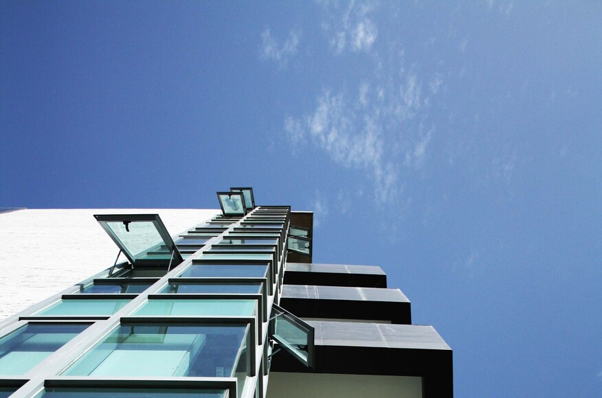 Uno residences architect magazine vivian dembo for Modern view decking
