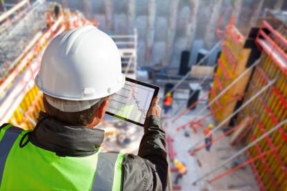 劳动力短缺意味着经济强劲,因此要感谢员工化比多年来一直更加困难。
