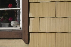 Be Aware Of Who S Allowed To Tear Off Old Asbestos Siding