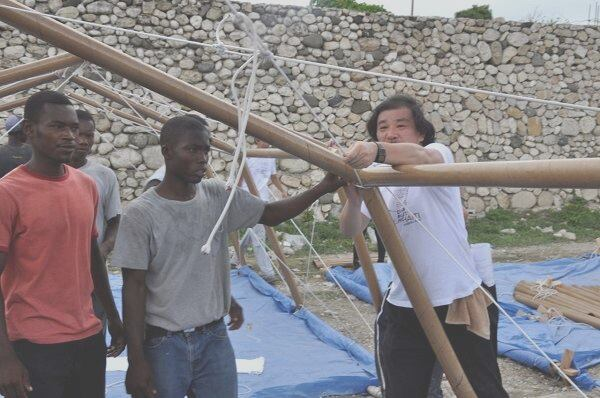 Shigeru Ban with his Paper Emergency Shelter in Haiti (2010)