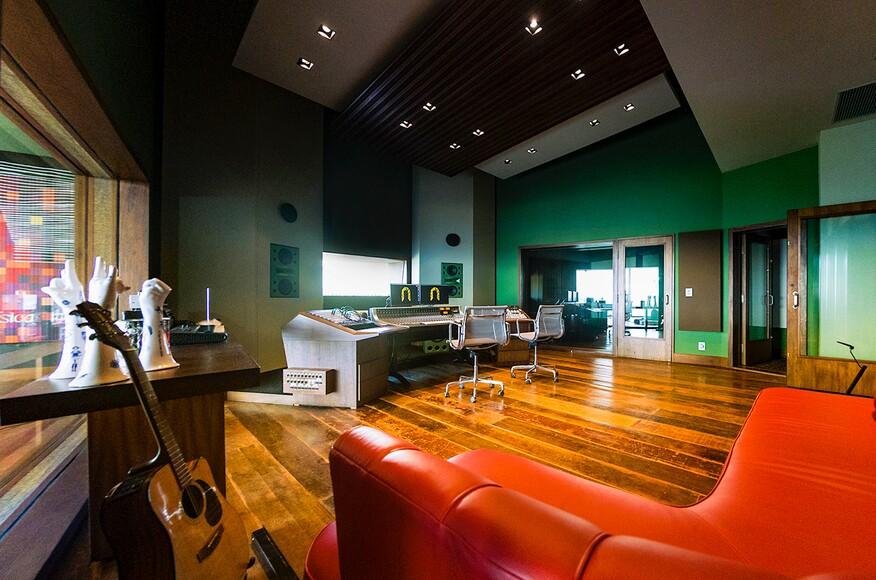 House recording studio in belo horizonte architect magazine walters storyk design group for Recording studio live room design
