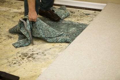 Russell Felts多次看到,当承包商未遵循ASTM F2170指南并获得误导性RH测试结果时,如何发生水分相关的地板故障。