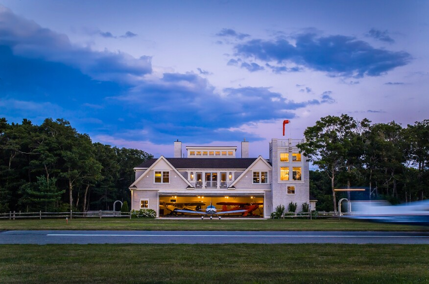 Falmouth airpark custom home architect magazine luna for Custom home architects