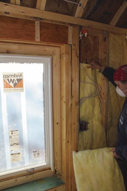 Installing Fibergl Batts | JLC Online | Insulation on
