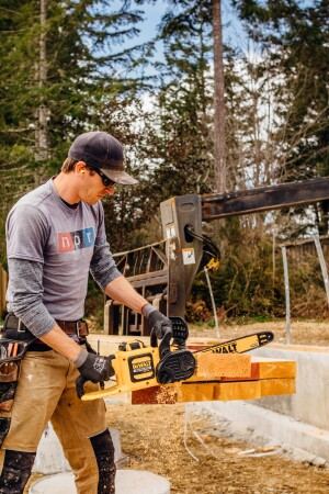 Cordless brushless chain saws tools of the trade cordless tools cordless chain saw head to head greentooth