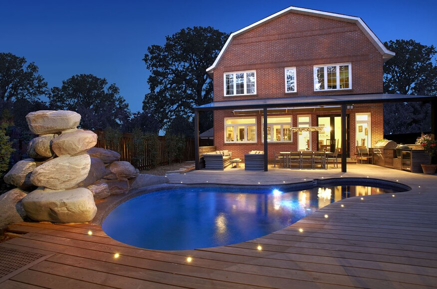 Toronto residential deck architect magazine north on for Modern view decking