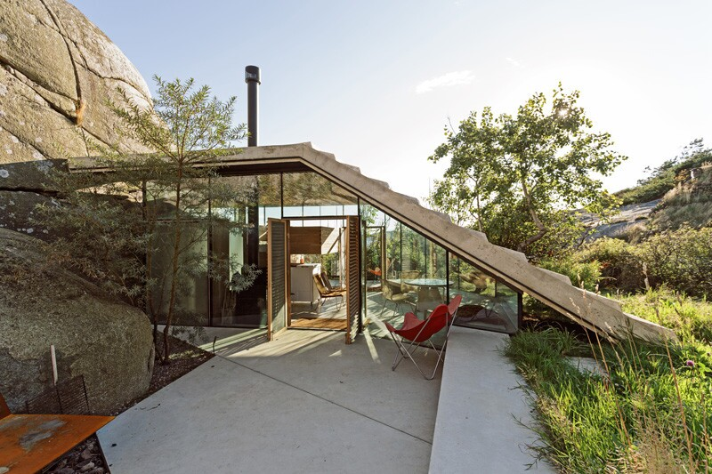 A Stepped Roof Offers Seaside Views from this Norwegian