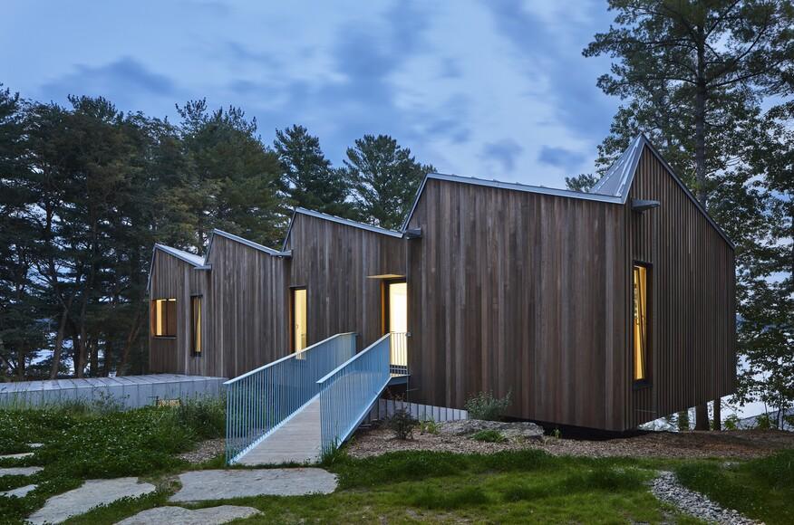 Sky house architect magazine julia jamrozik and coryn for Modern view decking