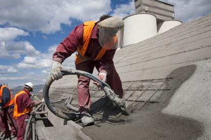 气动应用方法是垂直表面上的较大维修的理想选择。