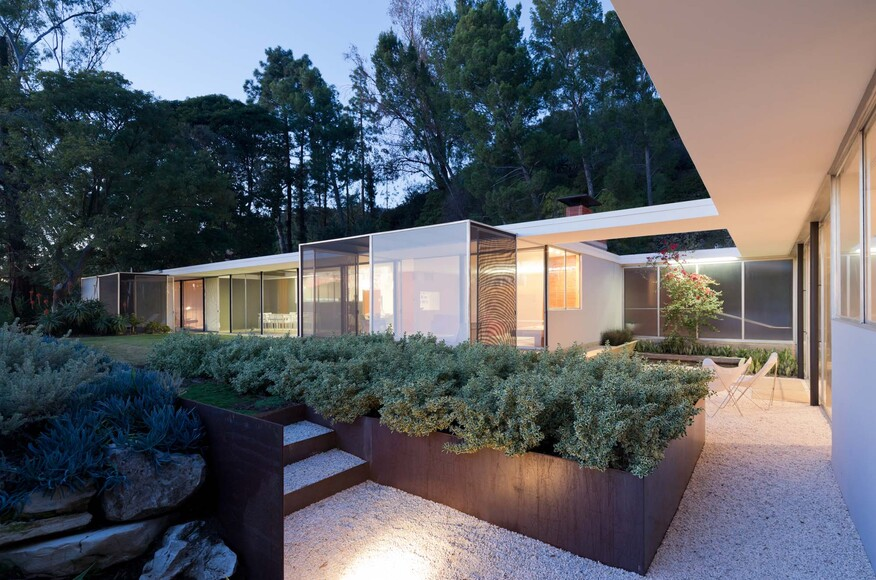 Shulman home and studio architect magazine lorcan o for California home and design awards