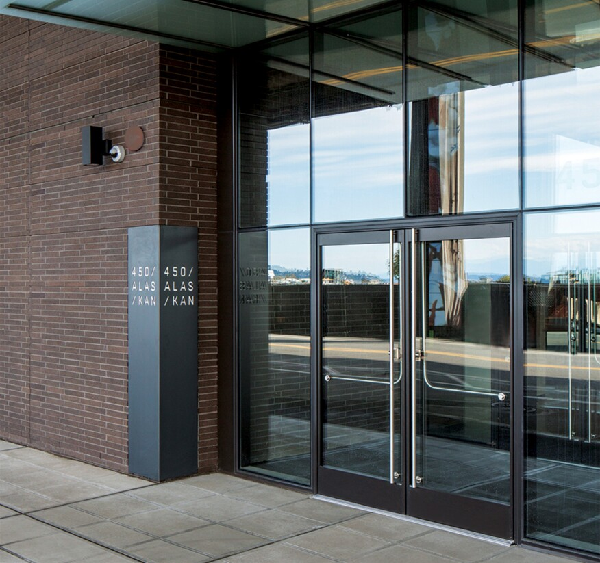 Crl U S Aluminum Entice Series Entrance System Featuring Blumcraft Panic Devices At Nbbj 39
