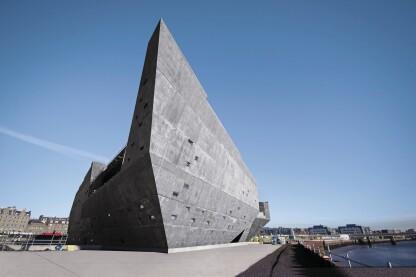 经过几个月的规划和建设,建筑师隈研吾的愿景现在是一个有形的艺术作品,准备向公众开放。
