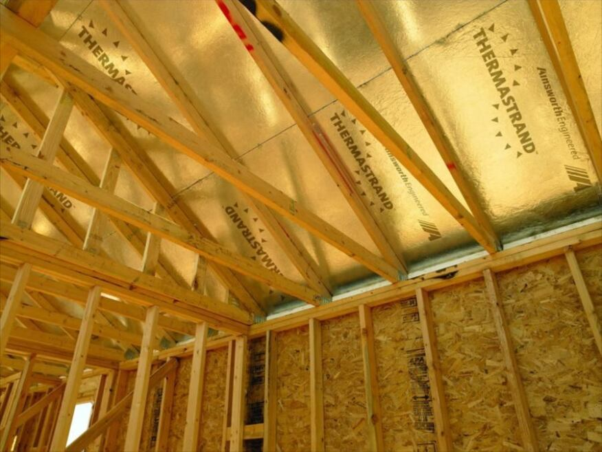 Thermastrand radiant barrier roof sheathing by ainsworth for Roof sheathing material options