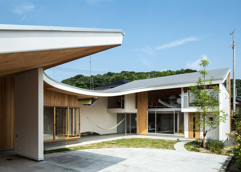 ym design office - Curved Roof
