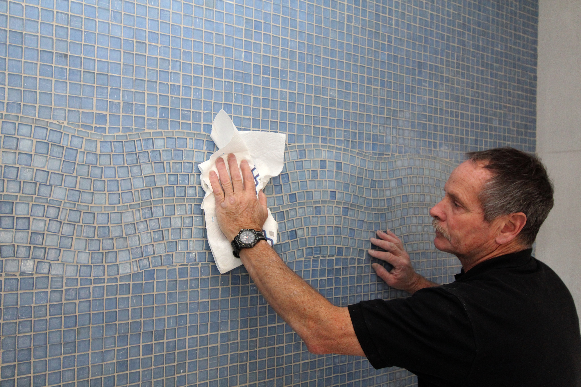 Working With Glass Tile | JLC Online | Tile, Interiors, Bath, Kitchen