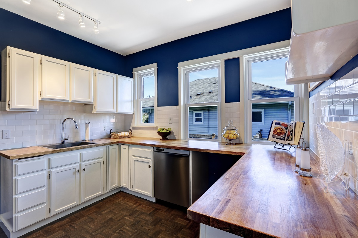 Navy Is The New Black In Kitchens