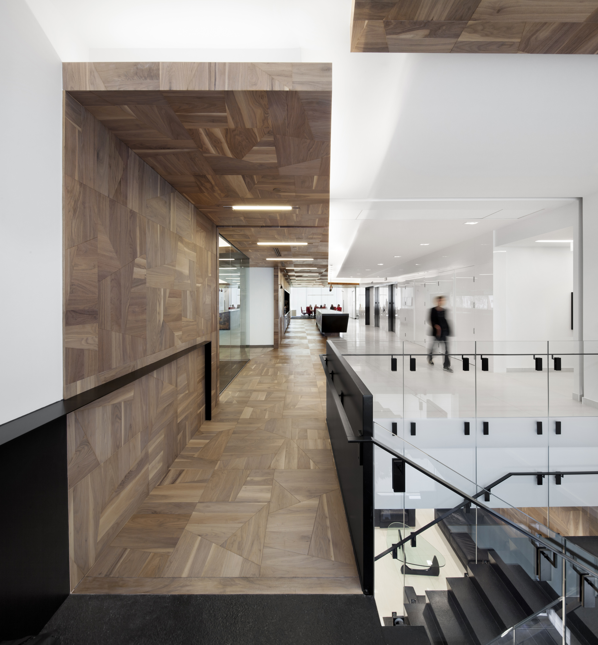 Interior Design Office Montreal: Offices Broccolini Construction