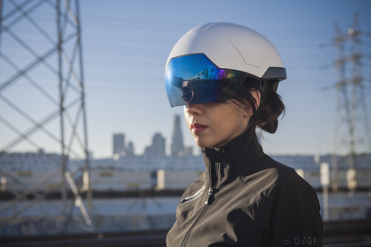 Q A Daqri Smart Helmet Brings Augmented Reality To The