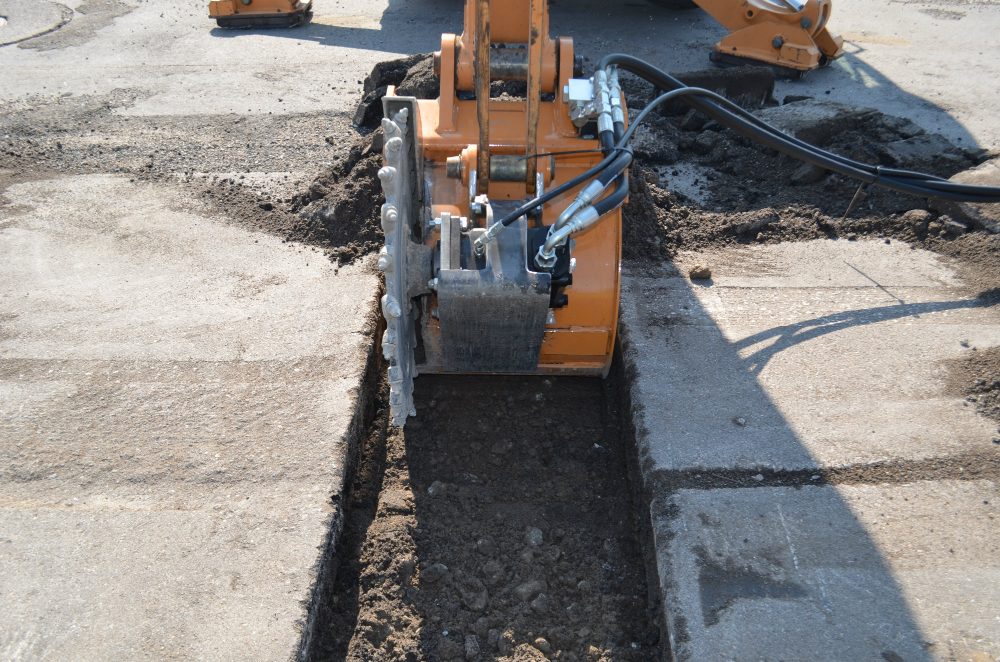 Scb 600 Slot Cutter Bucket Concrete Construction Magazine